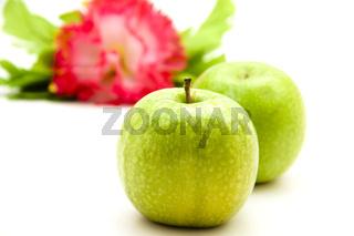 Grüne Äpfel mit Blume