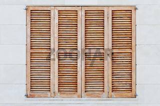 Braune Fensterläden
