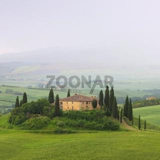 Toskana Haus im Nebel - Tuscany house in fog 14