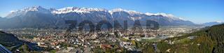 Panorama der Stadt Innsbruck mit den Bergen der Nordkette