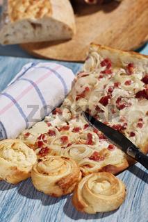 Flammkuchen und Blätterteigschnecken