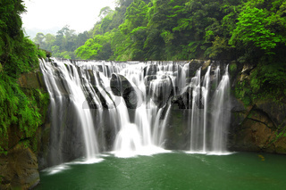 waterfalls in shifen taiwan