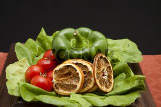 Tomaten und Paprika mit Zitrone