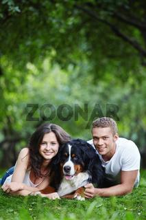 Paerchen mit Berner Sennenhund