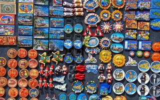 Präsentation von kitschigen Souvenirs