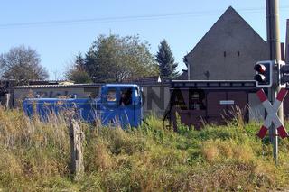 Schmalspurbahn Diesellok mit Personenzug