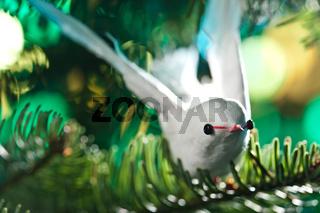 Weisser Vogel als Weihnachtsbaumdekoration