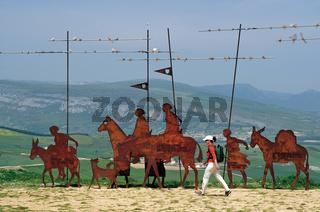 Spanien: Pilgerin am Alto del Perdon in Navarra