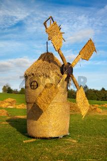 Strohwindmühle