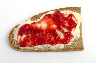 Ein geschmiertes Brot mit Marmelade