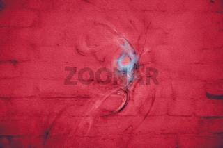 rote backsteinwand mit graffiti
