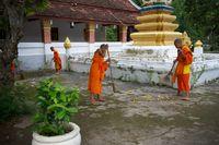 Reinigung der Pagode, Laos