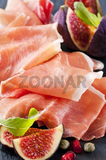 Prosciutto with figs and rucola