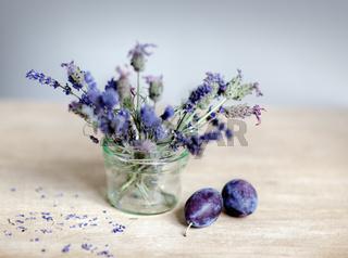 Lavendel und Pflaumen