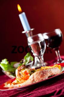 Lachsfilet mit roten Pfefferkörnern und Rosenkohl
