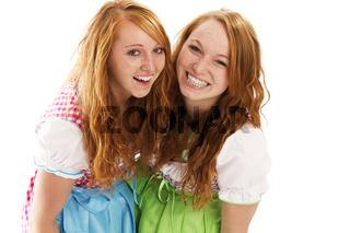 zwei lachende frauen in dirndl