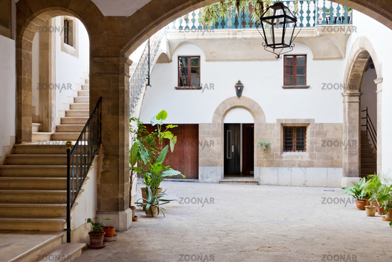 Spanischer Innenhof foto spanischer innenhof bild 4504744