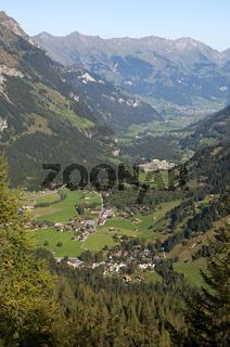 Blick ins Kandertal mit Kandersteg, Schweiz