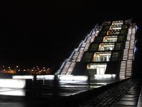 yachtförmiges Bürohaus in den Hamburger Docklands