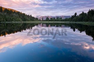 Matheson See in Neuseeland bei Sonnenaufgang
