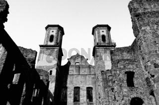 Ruine   Kloster Bad Frauenalb  schwarz-weiss
