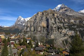 Das Bergdorf Mürren mit Eiger und Jungfrau Gipfel