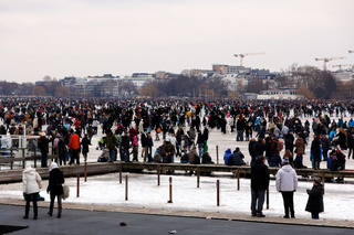 Thousands are enjoying the frozen Alster
