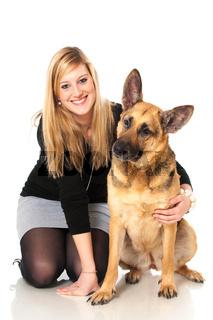 Junge Frau mit Schäferhund