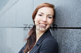Portrait einer urbanen Geschäftsfrau