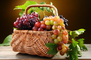 Basket with pink and black grapes.