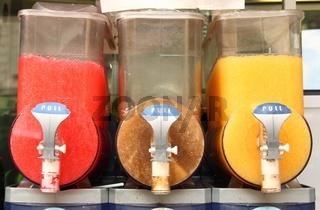 Crushed ice drink dispenser