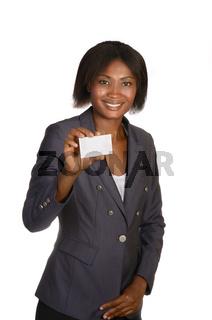 Afrikanische Geschäftsfrau zeigt Visitenkarte
