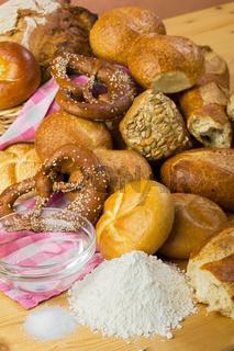 Brot, Mehl, Wasser und Salz