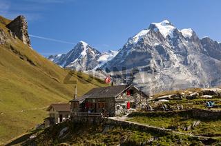 Rotstockhütte vor Mönch und Jungfrau