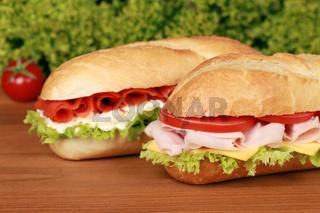 Sandwiches belegt mit Schinken und Lachs