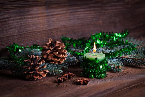 Kerze mit grünem Band