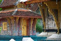 Farbige Reliefs im Vat Xieng Thong