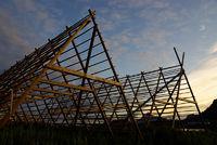 Holzgestelle für Stockfisch in Svolvaer