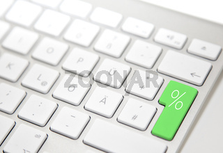 White computer keyboard with 'procent' button
