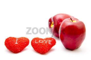 Rote Herzen mit Äpfel