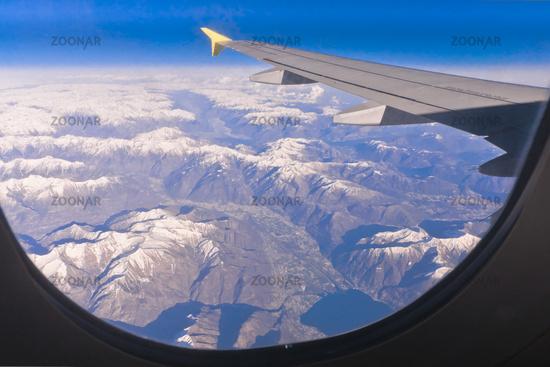 Foto Blick Aus Dem Flugzeug Auf Schneebedeckte Berge Bild 2760984
