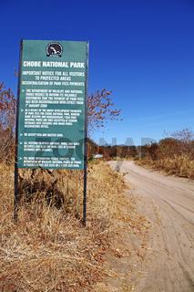 Piste von Kachikau im Chobe Nationalpark, Chobe Nationalpark, Botswana; dirt road in Chobe National Park