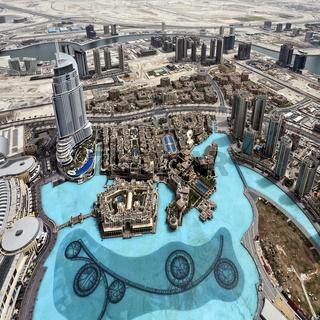 See am Fuß des Burj Khalifa