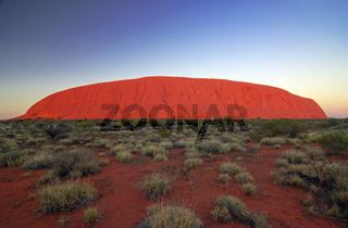 Uluru, Ayers Rock bei Sonnenaufgang, Uluru-Kata Tjuta Nationalpark, Northern Territory, Australien