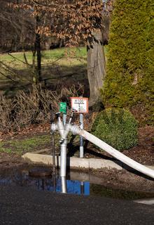 Feuerwehr Wasser Hydrant mit Schlauch