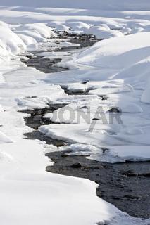 Naturbach im Winter