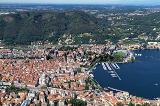 Die italienische Kleinstadt Como von oben gesehen