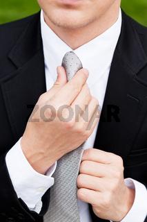 junger mann geschäftsmann im Anzug mit krawatte