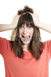 Junge Frau rauft sich die Haare