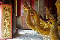 Goldene Drachenköpfe im Vat Xieng Thong, Laos